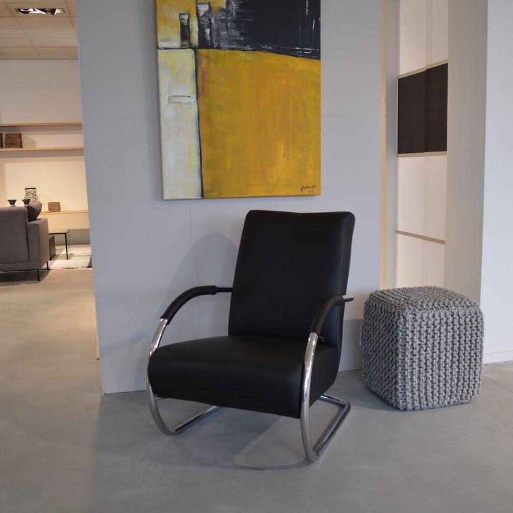 fauteuil-model-jordy-laag-met-open-arm.jpg