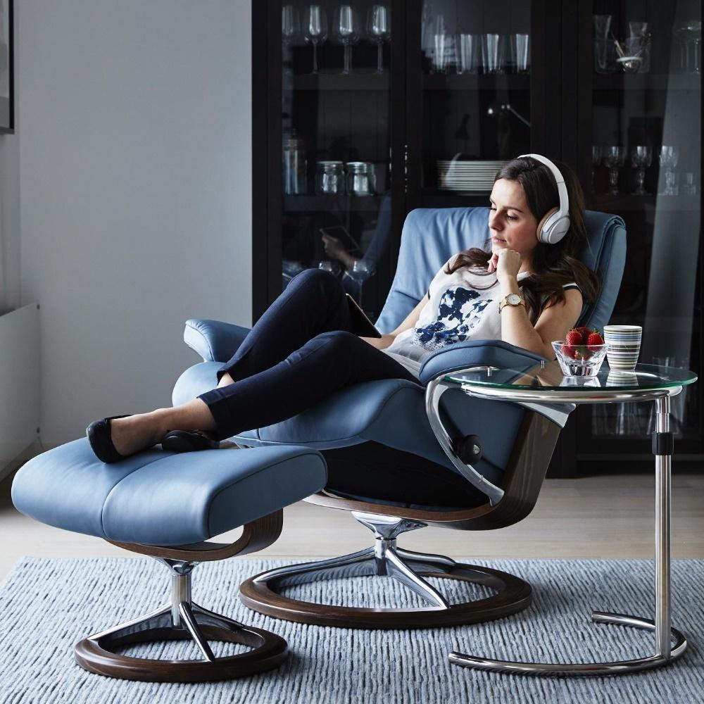 Interieur met een stressless relaxfauteuil van Peace