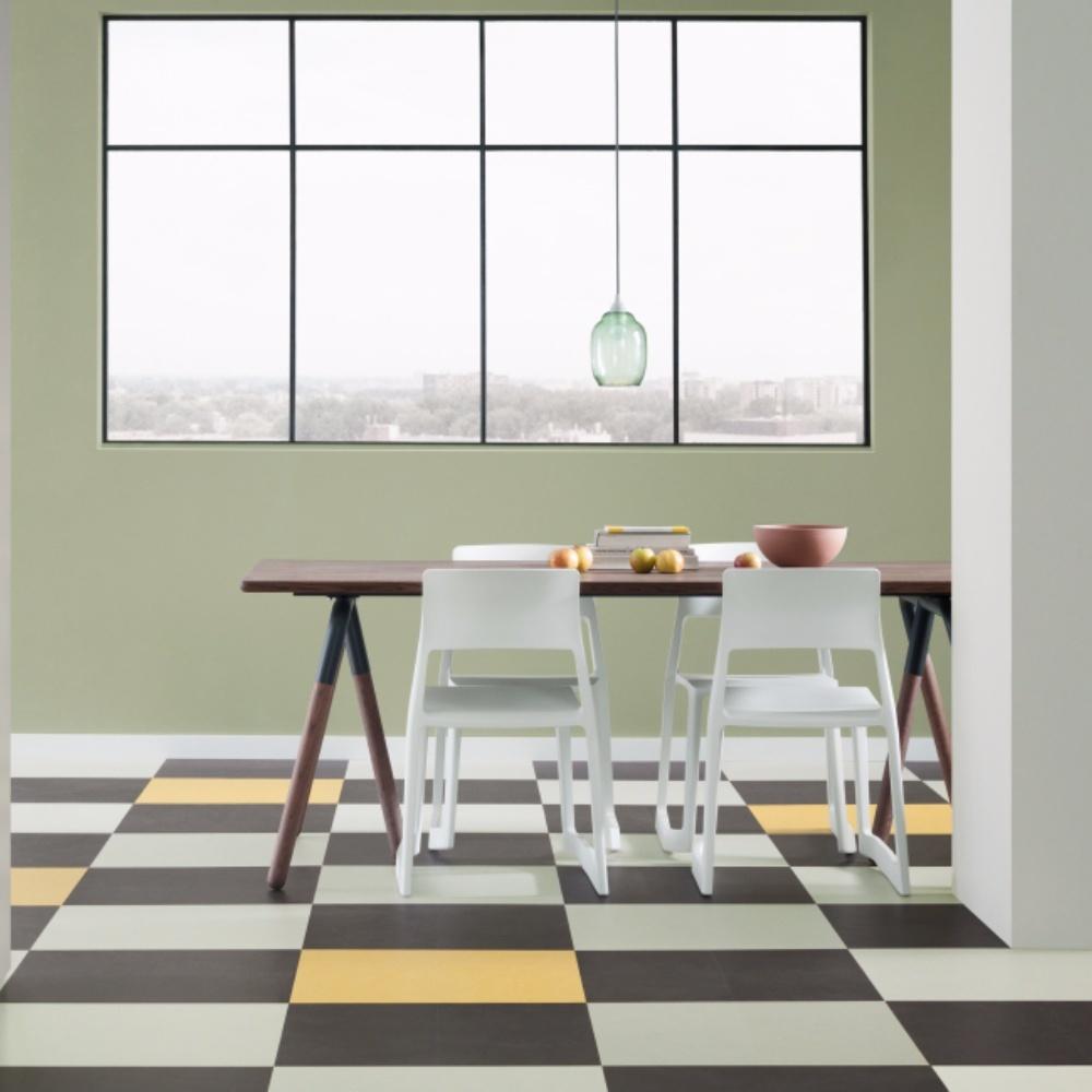 Farbo Marmoleum vloer in de kleuren geel, wit en zwart